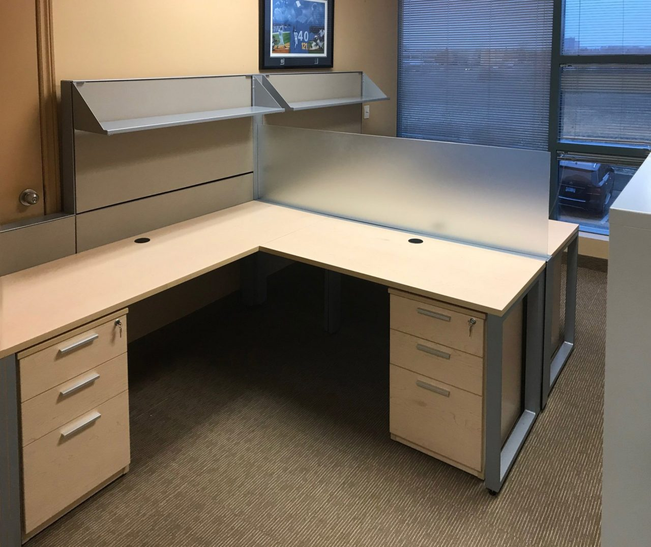 L-Desk with O-Leg, Screen, Mixed Storage