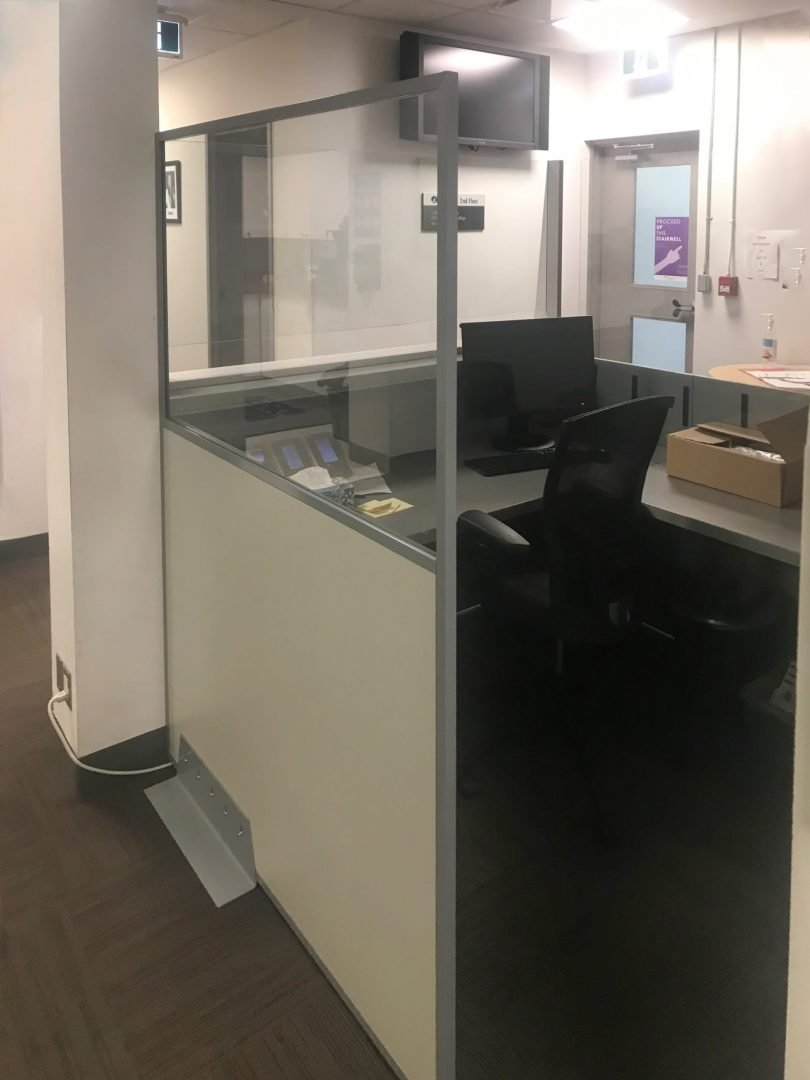 Side Shield protecting receptionists