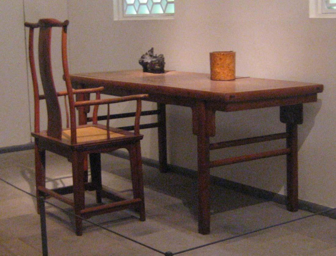Yokeback armchair and editing desk, Ming dynasty, 12th century